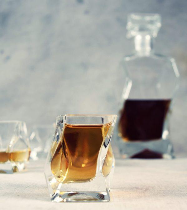 kieliszek szklany lamany do whisky