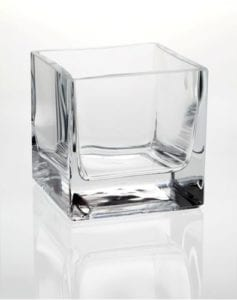 maly szklany kwadratowy wazonik dekoracyjny