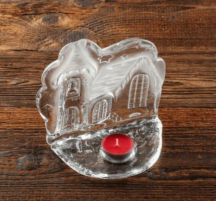 szklany swiecznik dekoracyjny zamek
