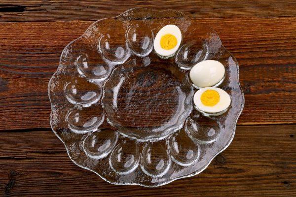 szklany polmisek na jajka