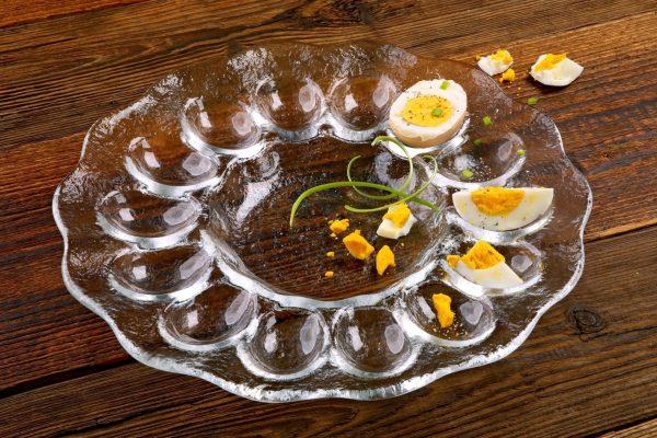 szklany talerz do jajek