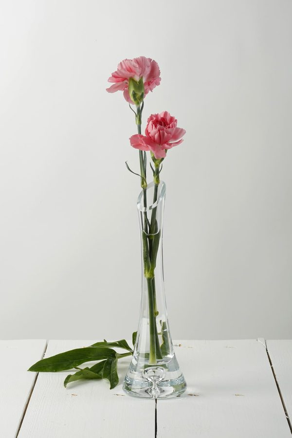 asymetryczny waski szklany wazonik na kwiat