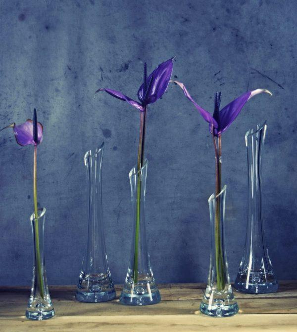 szklane waskie wazoniki na kwiaty wysokie