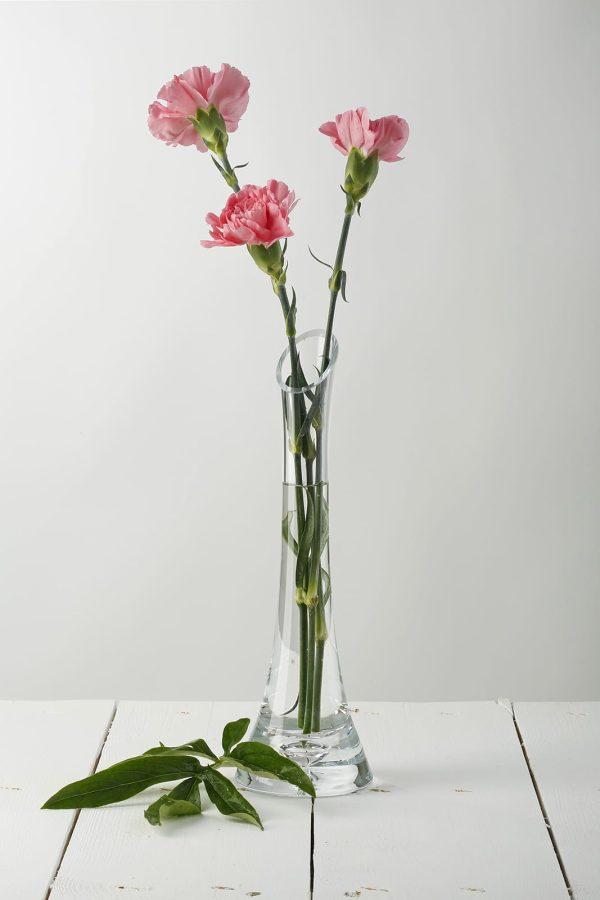 szklany wysoki wazonik na kwiat lezka