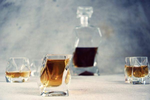 szklanki lamane do whisky z karafka lamana zestaw